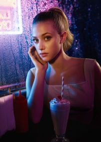 Betty Cooper - Lili Reinhart - (The Good Neighbor)